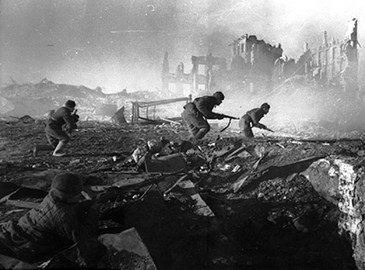 Soviet Soldiers moving at Stalingrad