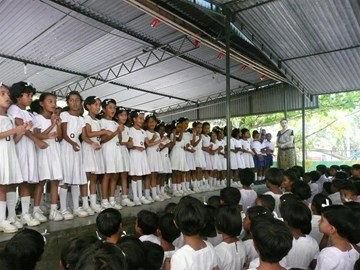 Kath singing with Grade 3