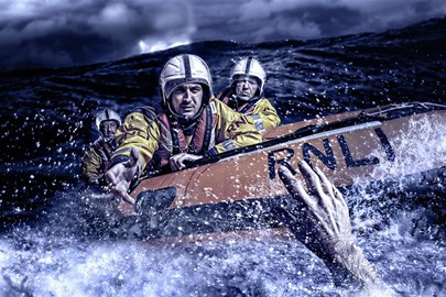 The RNLI at work (image by Kevin Sharpe)