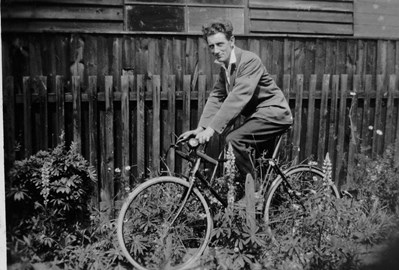 My father on his new fixie in 1929.