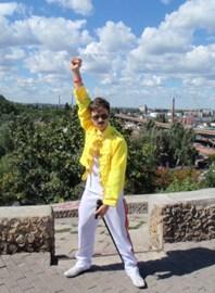 Stanislav Sagdeyev as Freddie Mercury