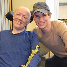 Eddie Redmayne (and his Oscar) with Glenn Phillips, who is living with MND and generously opened his life to Eddie as he researched for The Theory of Everything.