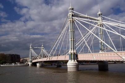 ...onto Battersea Bridge...