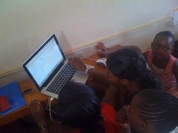 girls around my laptop, learning