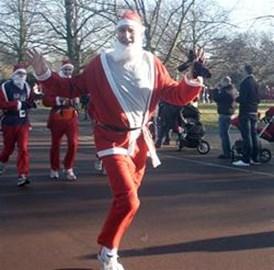 Santa Mark running 5km at Christmas 2008