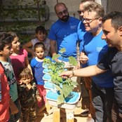 Sharing knowledge about growing aromatic herbs