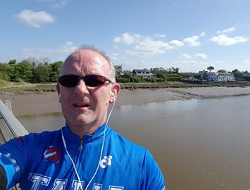 Peter Oliver stops for a selfie whilst clocking up over 60 miles!