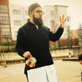 """""""Shaykh Hamid teaching the Sunnah wudhu with a Prophetic Mudd"""""""