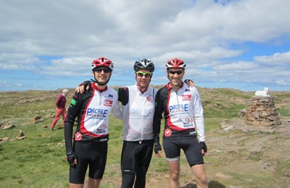3 brave difd'ers on top of Bealach na Ba