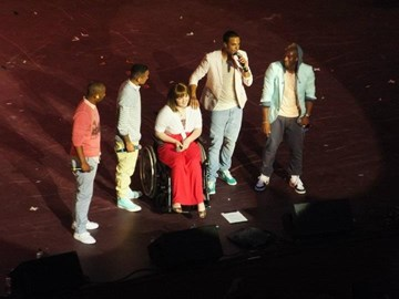 Singing with JLS thanks to Rays!