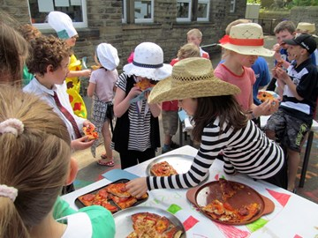 Holmfirth Junior School selling Pizza's