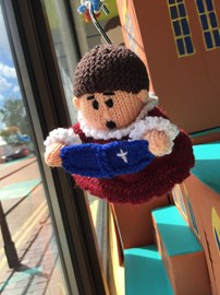 Look at the knitted choristers in the window of the cathedral shop.... They are abseiling!!!