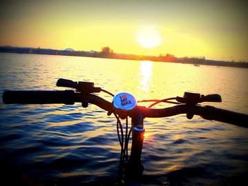 Willen Lake cruising