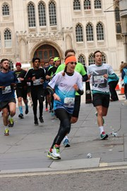 Running past the water station on the London Winter Run (10k)