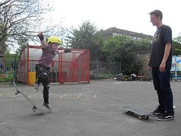 Nik skate coaching at event