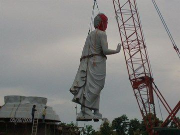 the Big Buddha is lifted into place