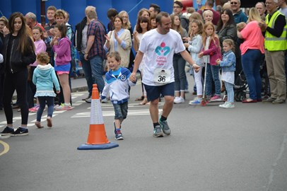 Holly's Daddy and Big Brother reaching the finish of the Bridgnorth Walk 2015