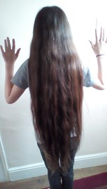 My hair is 1m long and I have never had it cut!